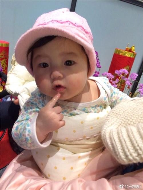 刘畊宏分享小泡芙婴儿照片笑起来超可爱