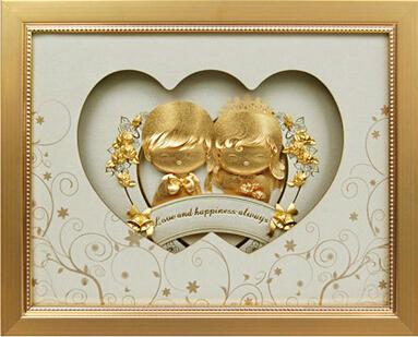 幸福娃娃/珍珠白----金箔画,画芯金箔,采用3D技术