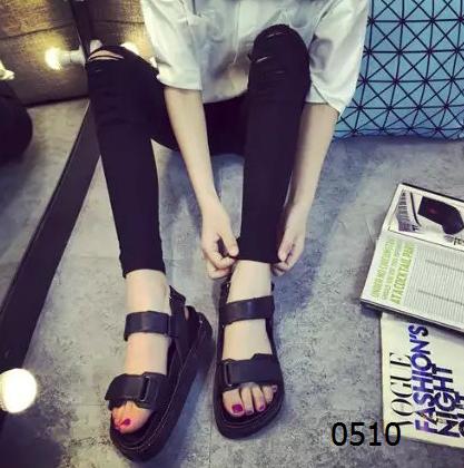 女鞋  65¥包邮学院风厚底凉鞋黑色白色尺码:35-39